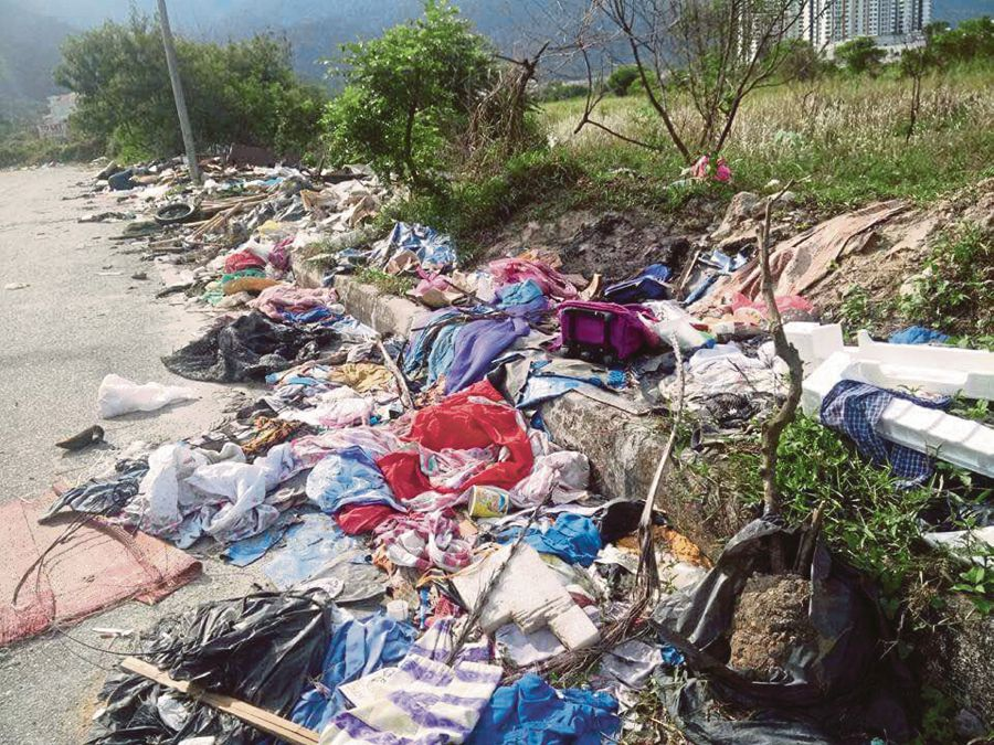 KUALA LUMPUR 28 AUGUST 2017. An illegal dumpsite near Movie Animation Park Studios (MAPS) in Bandar Meru Raya in Ipoh, an eyesore that has tarnished the image of Asia's first animation theme park. courtesy of NST reader. NSTP
